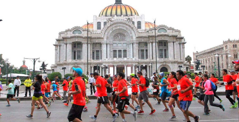 Recomendaciones de alimentación e hidratación previas, durante y post maratón - Run4You.mx